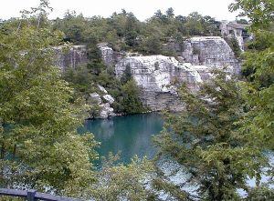 800px-Lake_Minnewaska_Minnewaska_State_Park_Preserve